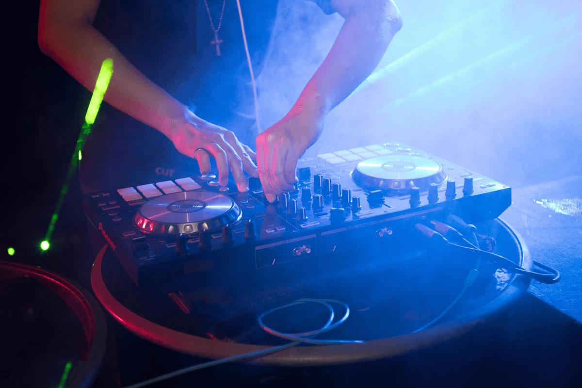 recomndari playlist de la DJ sau formatie