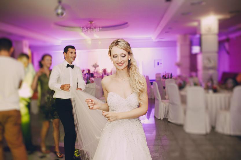 Recomandari Muzica Pentru Petrecerea De Nuntă De La Set Up La Playlist